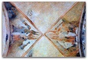 Anges et tours à la voute de la nef
