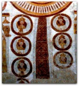 Médaillons de martyrs et ruban plissé autour du médaillon central