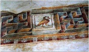 Bande de grecques limitant au niveau supérieur les peintures