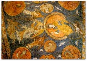 Détail des peintures de la voute,le Christ et St Michel se faisant face.