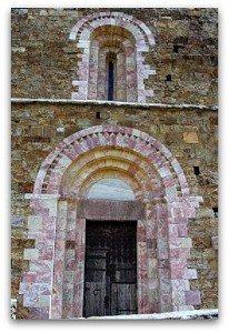 Portail du prieuré de Marcevol