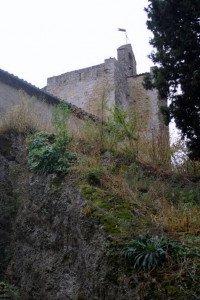 l'église et sa tour sur la plateforme du Rahus