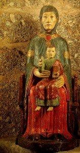 Rouge à la Vierge polychrome de Lestours  prés de Monistrol d'allier (XIIiéme siécle)