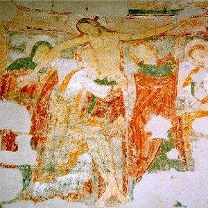 Descente de croix aux murs en rotonde de la chapelle du Liget