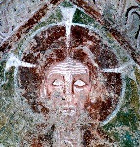 Visage du Christ de l'abside.A noter les trois branches du nimbe crucifére en forme de clous à téte plate dépassant largement les limites de l'auréole