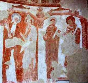 Les apotres groupés en duo sur le mur en hemicycle de l'abside de part et d'autre de la fenétre axiale