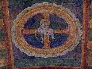 L'agneau pascal dans son médaillon,au centre d'une croix pattée richement décorée