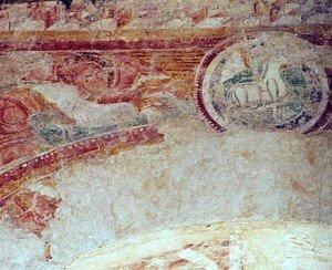 L'Agneau a Allouis au sommet de l'arc triomphal
