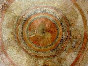L'Agneau dans un double médaillon au centre de la voute du choeurà St Polycarpe