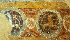 Frise de griffons au mur en hémicycle de l'abside 'détail)